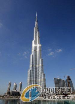 """阿联酋迪拜标志性建筑""""迪拜塔""""于当地时间4日晚8点"""