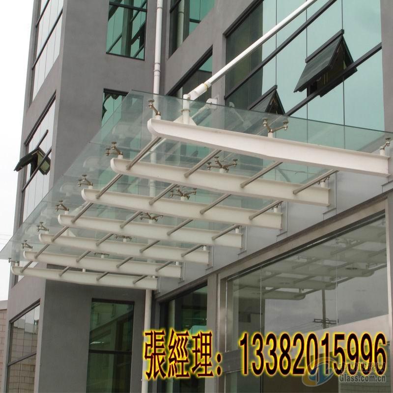 钢化玻璃及各种型钢组成,尺寸为5m*2m,刚度大,结构简单,有装饰效果