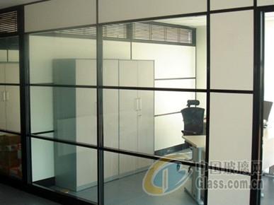 办公室装修:办公玻璃隔断效果图展示