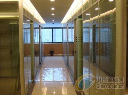办公室装修 办公玻璃隔断效果图展示