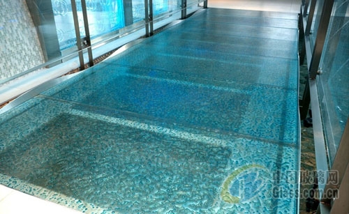 来自ThinkGlass的玻璃地板和玻璃走道