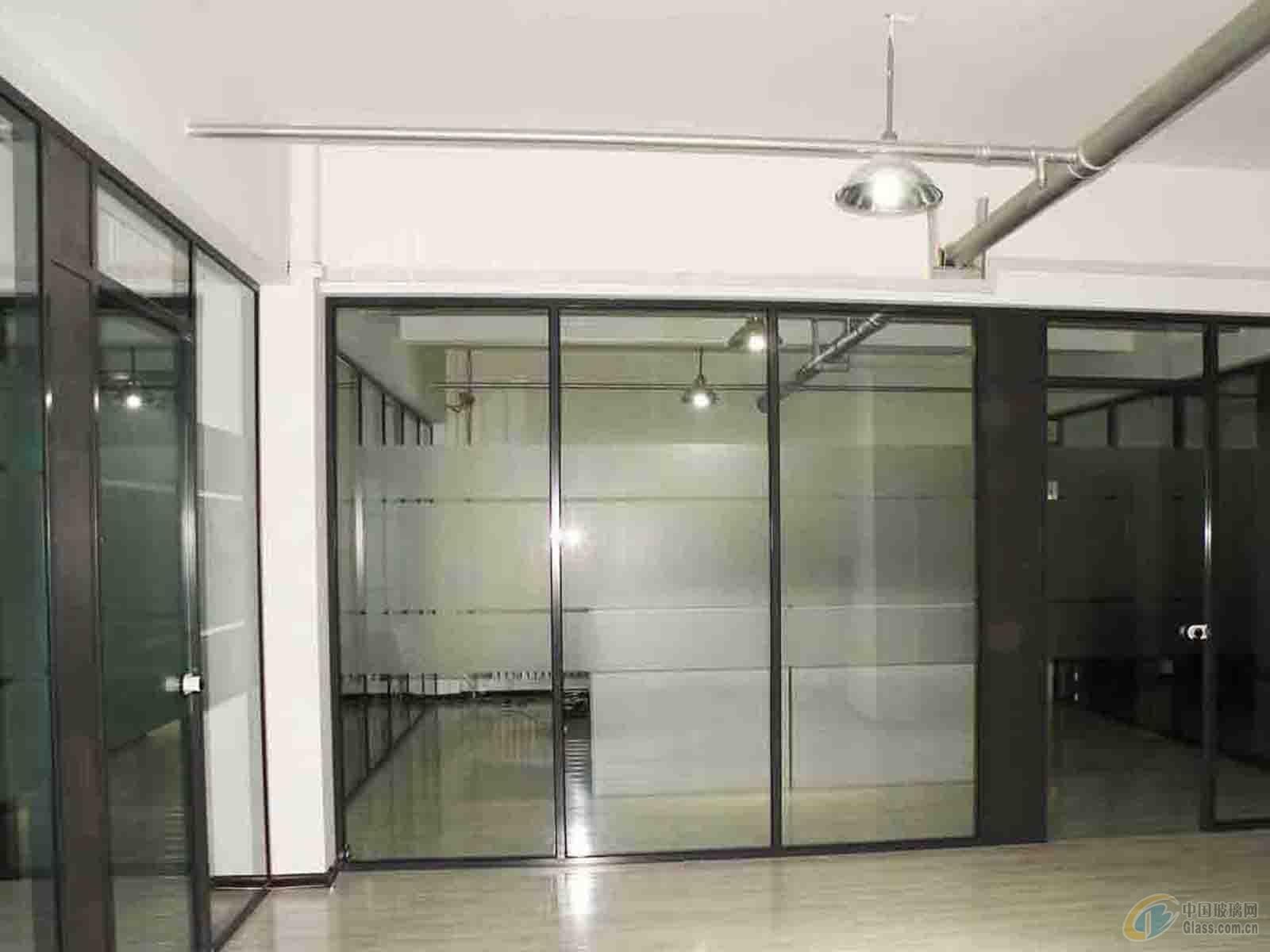 3.磨砂玻璃贴膜辅助室内设计,美化办公室隔断. 4.