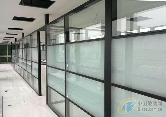 玻璃工作间又叫玻璃高隔间或玻璃隔断