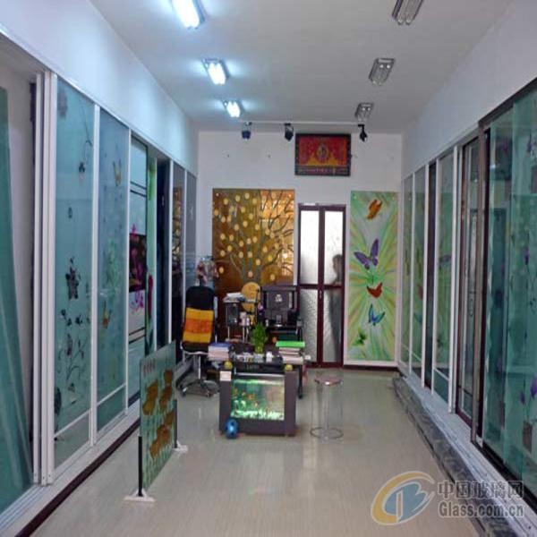铺面背景墙玻璃边框图片
