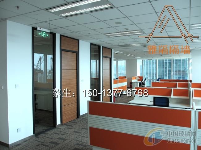 随着时代的发展,现代办公环境由传统的封闭式转化为敞开式,办公室隔墙图片