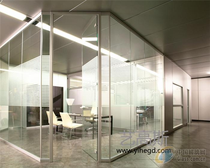 广州办公室隔断墙设计