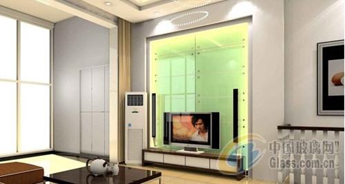 值得注意的是,即使做平面设计,玻璃背景墙最好也进行造型设计.