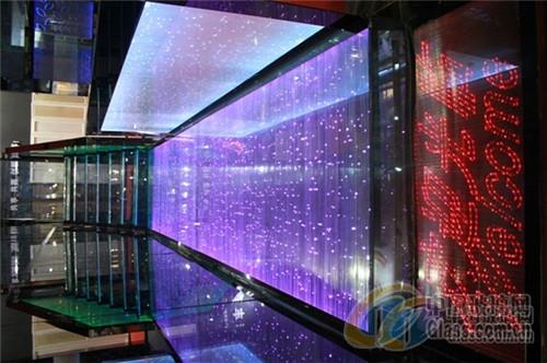 led发光进行控制,产生闪烁,渐变等效果,同时也可以以单片led玻璃为