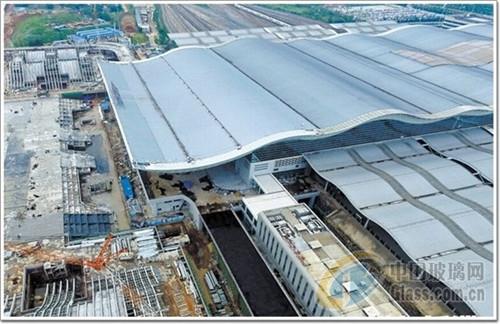 长沙南站东站房波浪曲面结构造型新颖