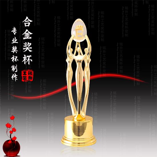 奥运会奖杯的形状为放大的酒杯,典故正是源于此.