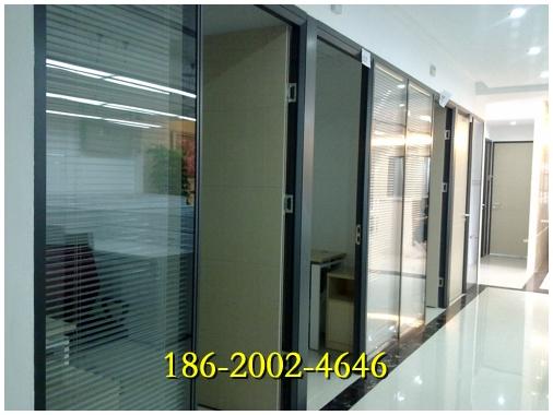 深圳雅隔成品高隔断由铝合金,钢化玻璃组合铝合金框架: 1,可选择颜色