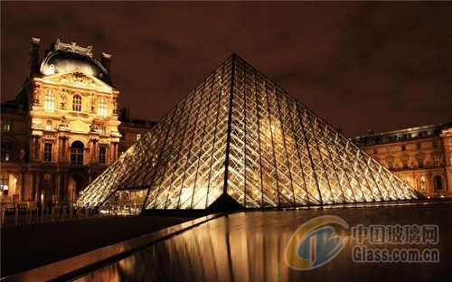 卢浮宫金字塔是世界上最知名的玻璃建筑