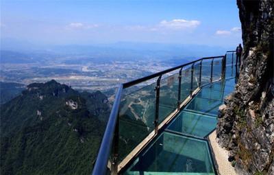 中国景区为什么热衷建玻璃栈道?