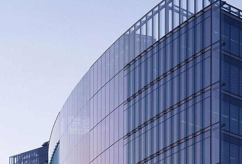 幕墙的结构     在温带气候例如欧洲大陆和英国地区,建筑界对于双层