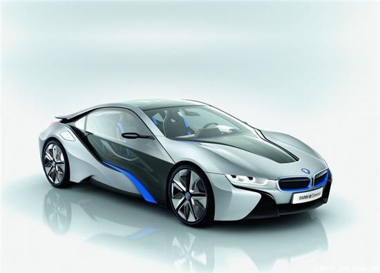 汽车挡风玻璃为什么是倾斜的 汽车挡风玻璃是用什么材料做的