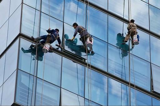 玻璃技术相结合的一种全新建筑空间结构体系,幕墙骨架主要由无缝钢管