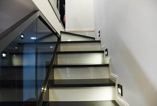 钢结构玻璃楼梯有何特点 钢结构楼梯踏步计算公式