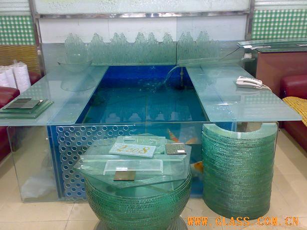 室內地面魚池上面蓋玻璃圖片