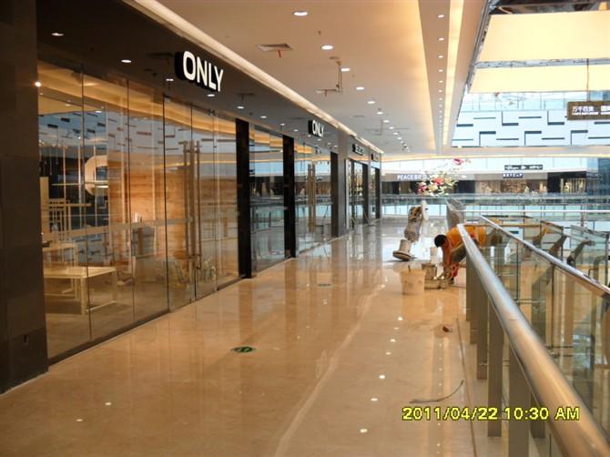 商场玻璃隔断