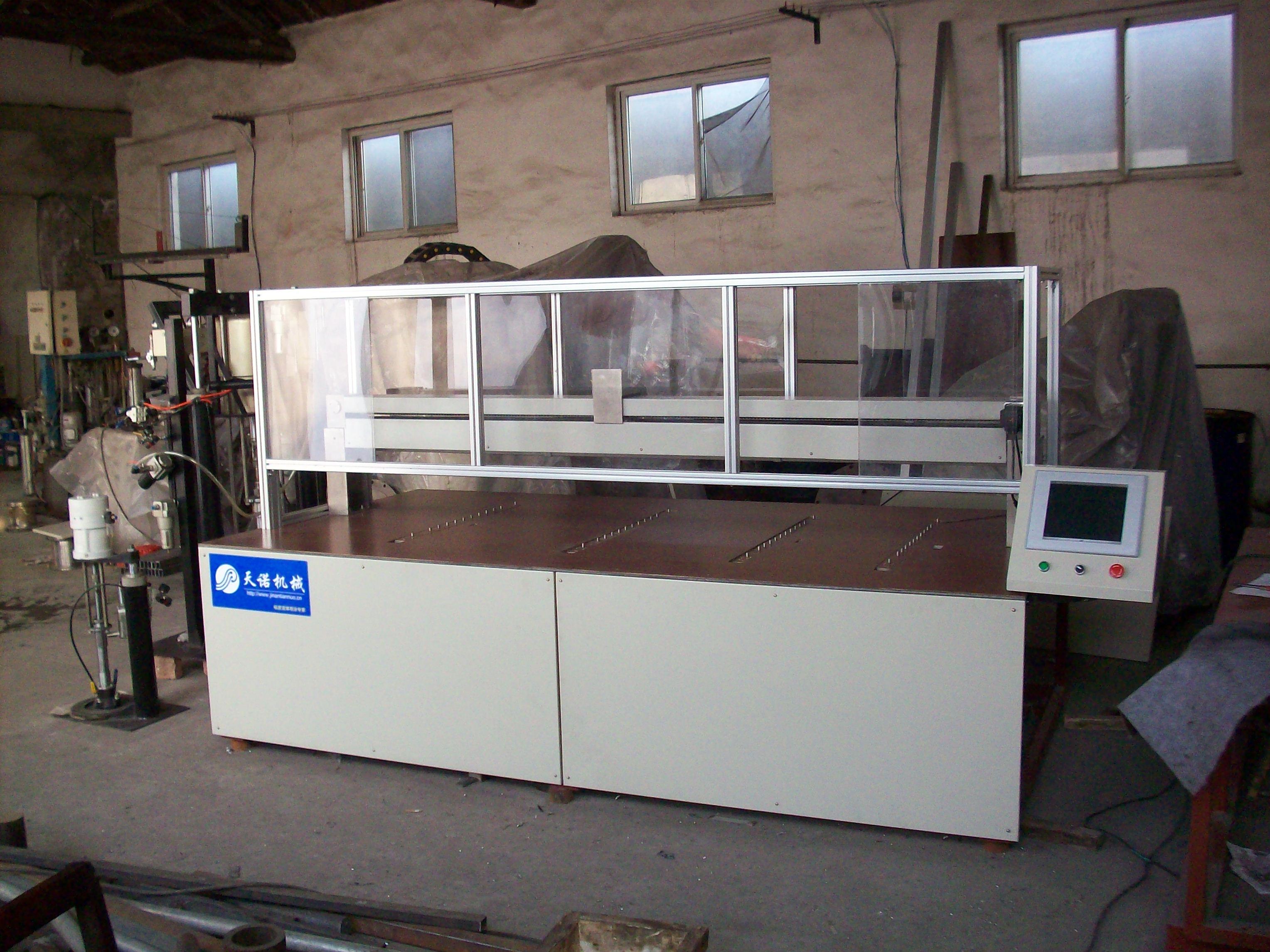 光伏组件打胶机-玻璃生产设备-济南天诺有限公司