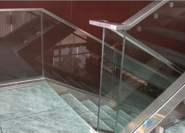 制作安装旋转楼梯玻璃