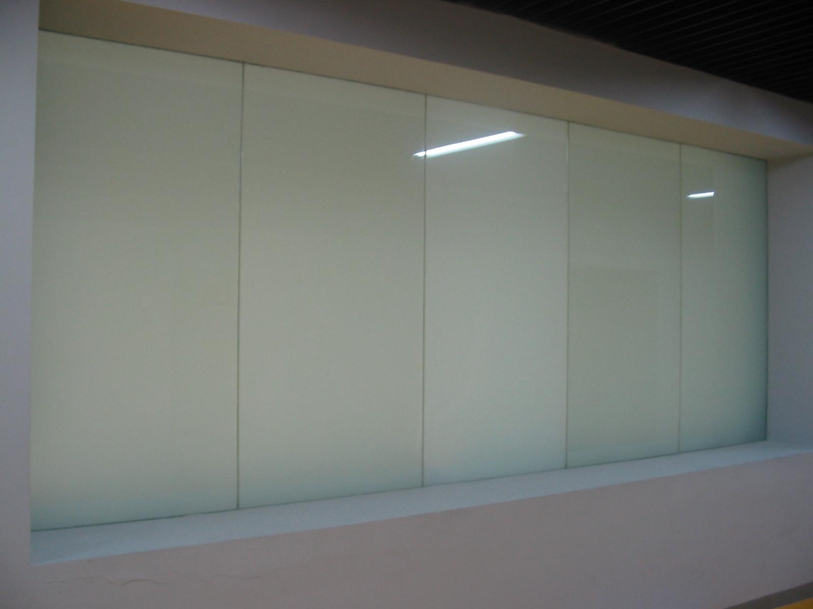 【白色窗口玻璃】
