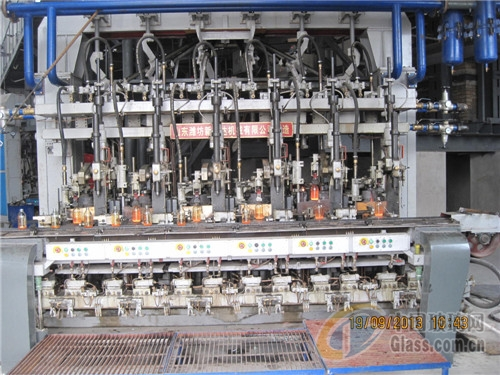 用hd6行列机制瓶机生产玻璃瓶图片