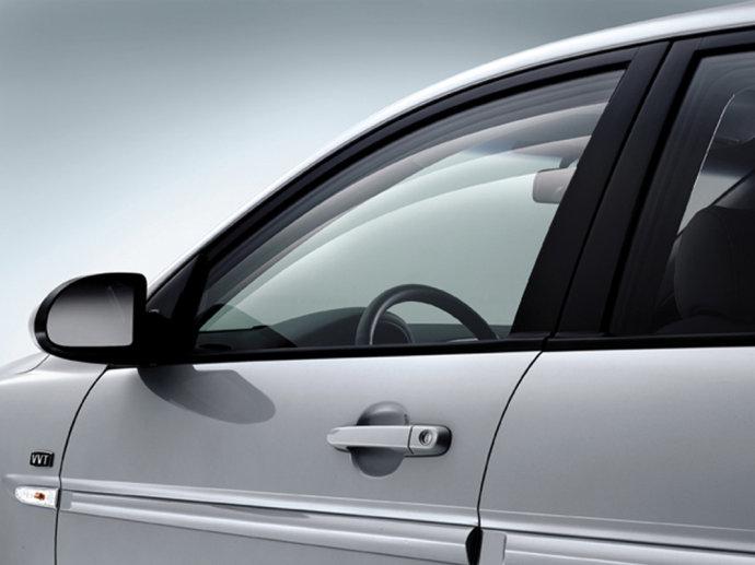 高温暴晒会导致车窗爆裂吗?
