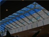 LED透明显示屏原理是什么  透明LED显示屏有什么优点