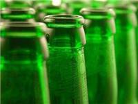 玻璃瓶的制作流程  为什么啤酒瓶子是绿色的
