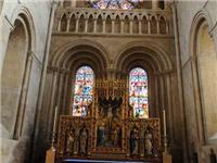 教堂里的彩色玻璃有什么特殊含义  什么是彩绘玻璃