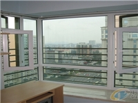 阳台装修使用彩色玻璃好不好  吸热玻璃的特点