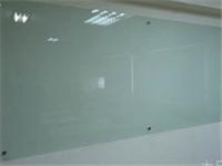 玻璃白板跟烤漆玻璃有啥区别  烤漆玻璃上的透光字怎样制作
