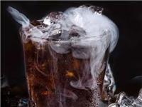 玻璃瓶放在冰箱冷冻会不会爆炸  啤酒瓶为何会爆炸伤人