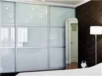 玻璃衣柜门用什么材质的好  卧室衣柜用艺术玻璃对人体有害吗