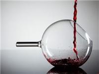 玻璃酒杯该怎么挑  怎么分辨是玻璃还是水晶