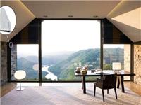 阳台玻璃窗帘的特点  阳台透明玻璃怎么装修
