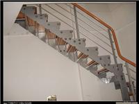 中式楼梯扶手与欧式楼梯扶手区别  玻璃楼梯有哪些类别
