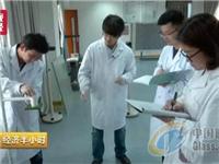 中国超薄玻璃惊艳世界:厚度堪比A4纸 轿车撞不碎