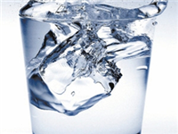 用玻璃杯子喝开水有毒么  用玻璃杯喝水不好吗