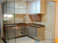 厨房推拉门装修什么颜色好看  厨房橱柜用玻璃门板好不好