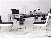 餐桌玻璃台面好不好  餐桌上放什么玻璃做玻璃板好