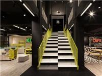 玻璃楼梯的特点与类别  空心玻璃砖的生产制造手段