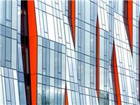 哪些原因会造成幕墙玻璃自爆  钢化玻璃产生彩虹的原因及解决措施