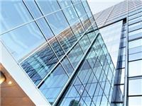 外墙玻璃通常是用哪种好  钢化玻璃和白钢玻璃区别在哪里