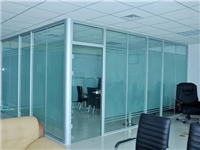 为什么办公区装玻璃隔断  如何选择玻璃隔断的材料