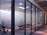 玻璃隔断墙是怎么安装的  玻璃生产制造工艺是什么