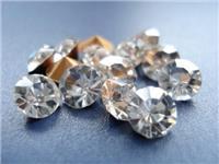 玻璃和钻石的区别在哪里  水晶与玻璃的特点与差异