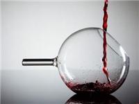 玻璃酒杯机械吹制的方法  为什么都用玻璃瓶装啤酒