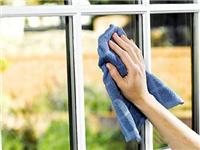 清洗玻璃操作流程与工具  玻璃幕墙清洗包含的内容